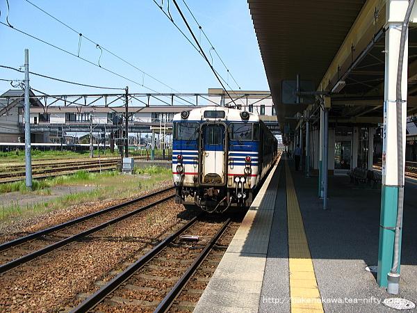 新津運輸区へ回送待機中のキハ40系気動車