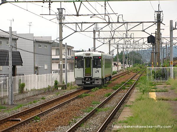 新発田駅を出発したキハ110