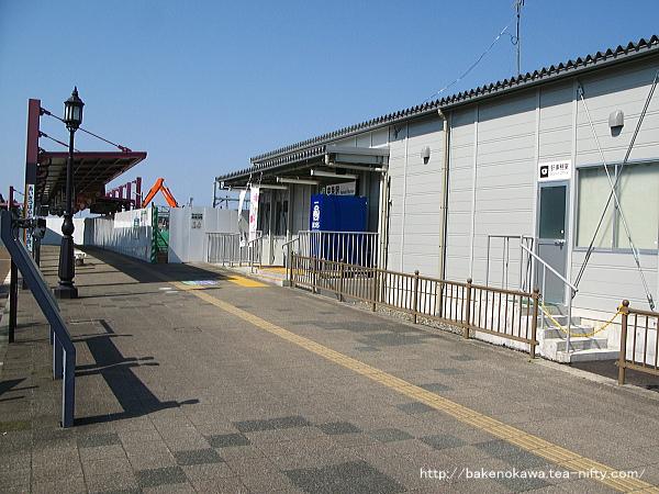 中条駅の仮駅舎その三