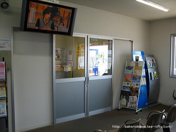 仮駅舎待合室の出入り口