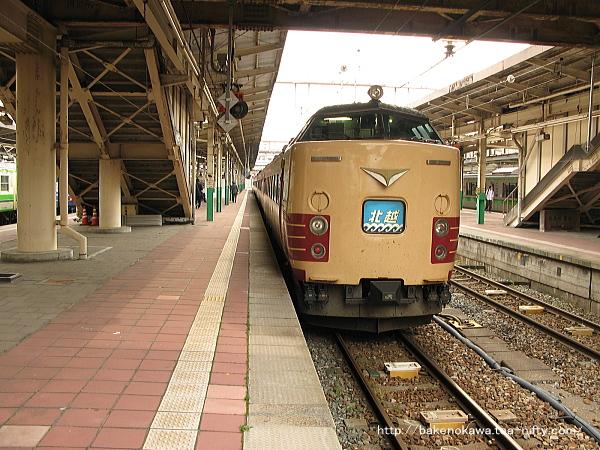 新潟駅で待機中の485系電車特急「北越」その2