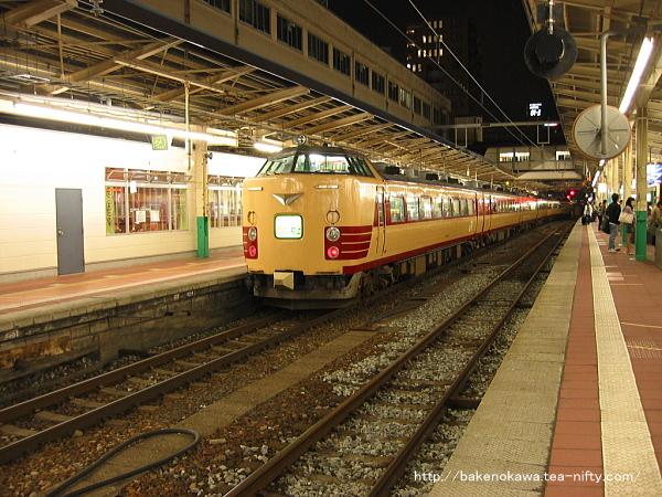 新潟駅で待機中の485系電車快速「らくらくトレイン村上」その二