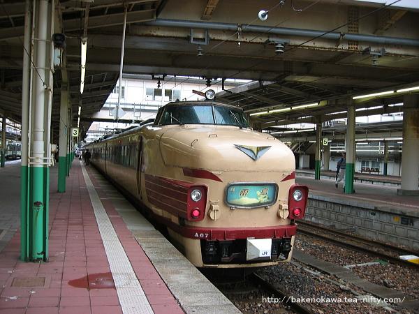 新潟駅で待機中の485系電車臨時特急「ふるさと雷鳥」その一