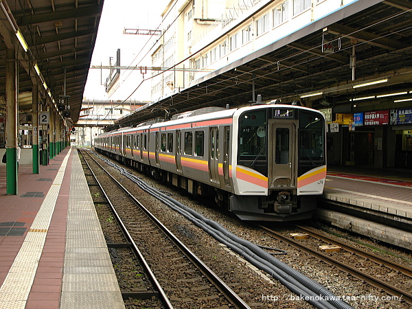 回送待機中のE129系電車