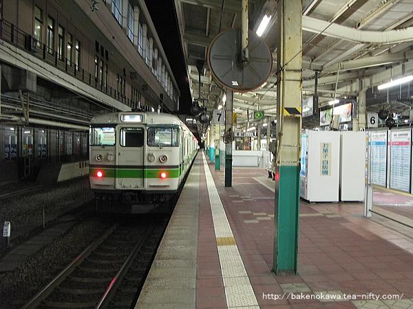 新潟駅で待機中の115系電車その2