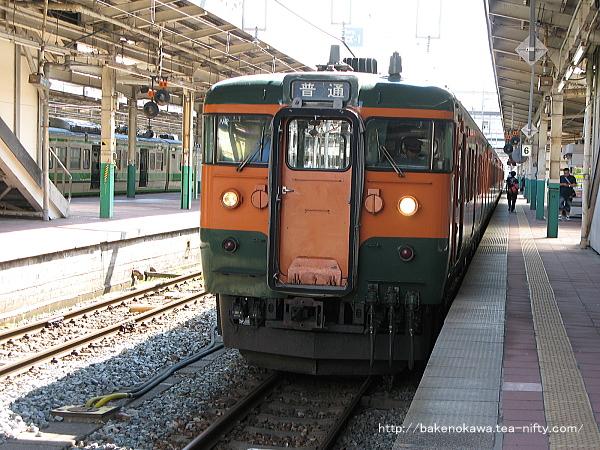 新潟駅で待機中の115系電車その3