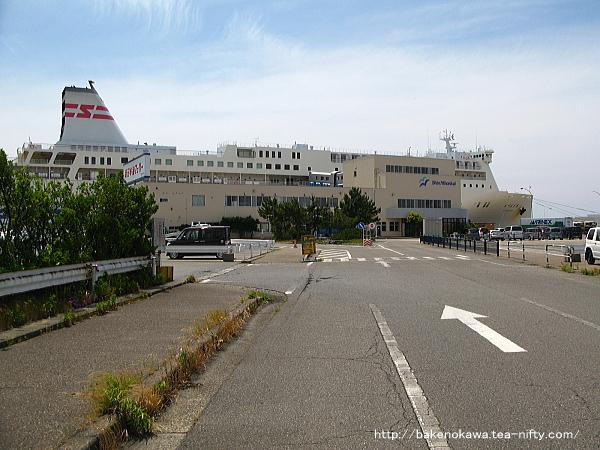 新日本海フェリーの新潟フェリーターミナル