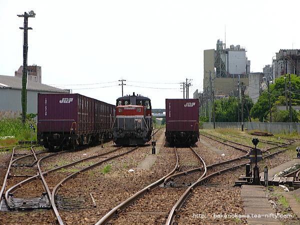 焼島駅構内のDE10形ディーゼル機関車