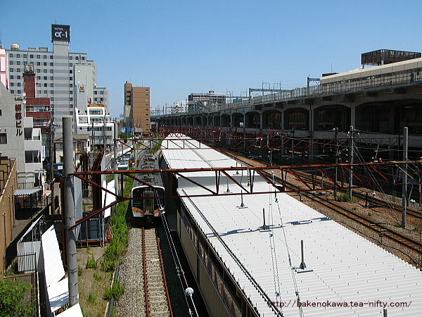駅東側の南北自由通路上から見た構内その一