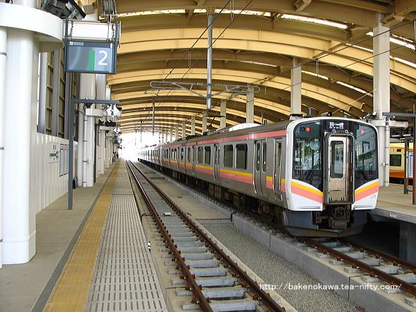 新潟駅在来線高架2番ホームの様子その1
