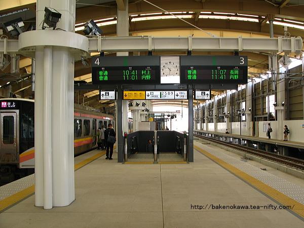 新潟駅在来線高架3-4番島式ホームの様子その4