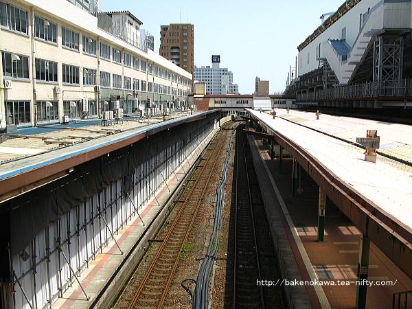 西側構内跨線橋から見た新潟駅在来線旧構内その一