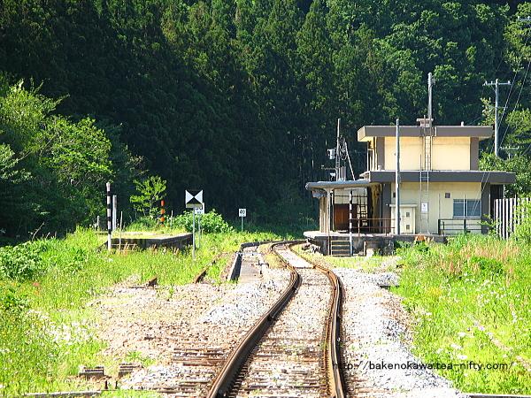 列車交換設備と跨線橋撤去後の越後金丸駅構内その6