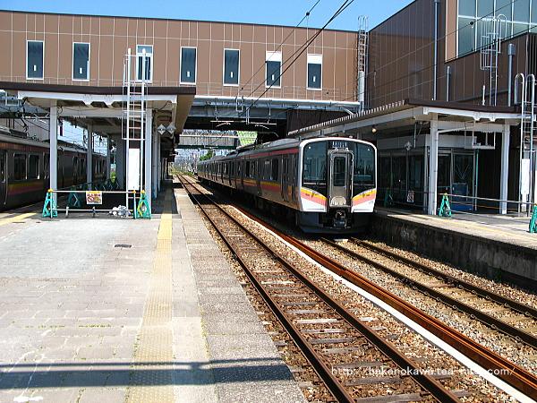 中条駅に到着したE129系電車その2