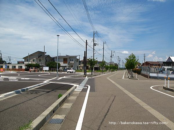 駅前ロータリー整備後の前川駅前通り