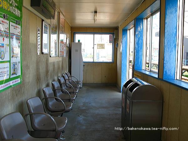 2番ホームの待合室その2