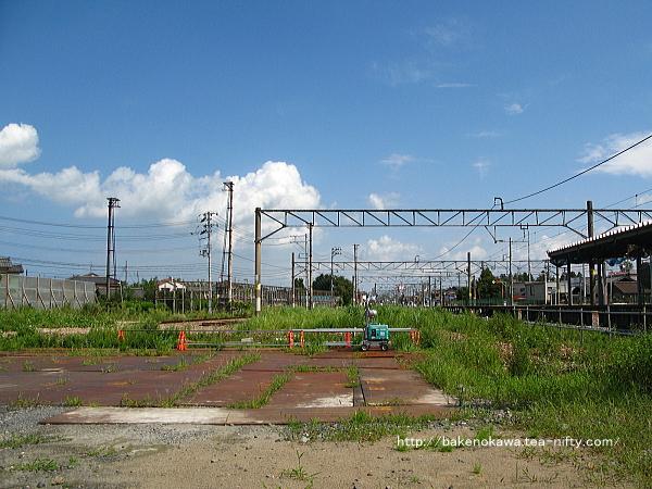 駅西口の側線跡の様子