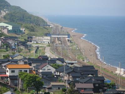 山の上から見た米山駅その1