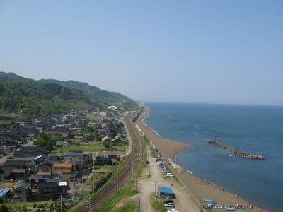 山の上から見た米山駅その3