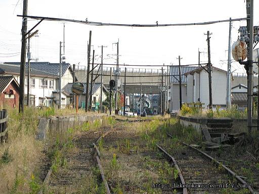 駅舎と待合室が撤去された焼鮒駅跡