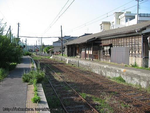 焼鮒駅の廃駅舎