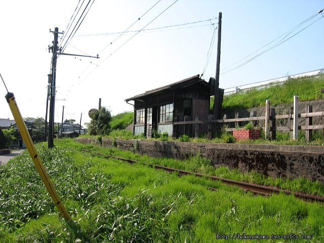 路上から見た吉江駅跡
