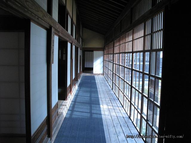 笹川邸内の廊下