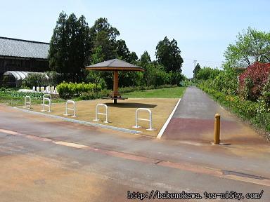 曲駅跡の遊歩道休憩所