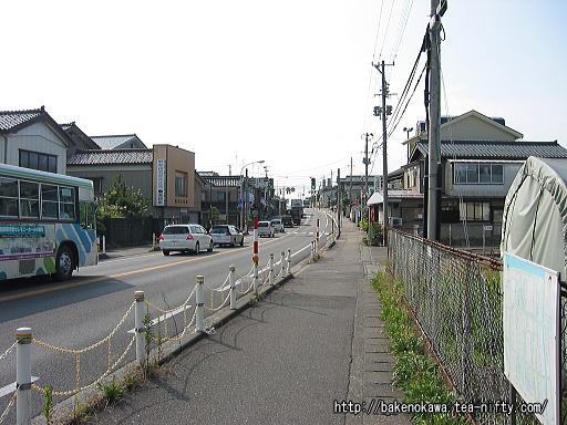 梶屋敷駅至近の国道8号線