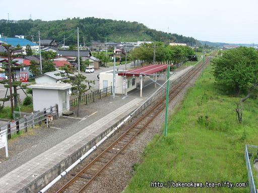 跨線橋上から見た刈羽駅構内その1
