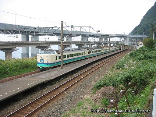 親不知駅を通過する485系電車特急「北越」その2