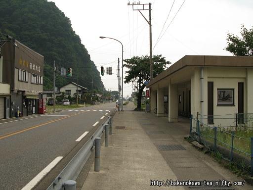 市振駅前を通る国道8号線その1