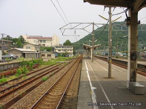 青海駅の島式ホームその2