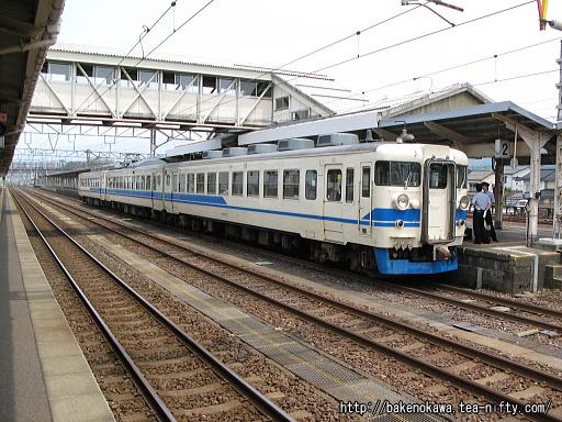 糸魚川駅に停車中の475系電車