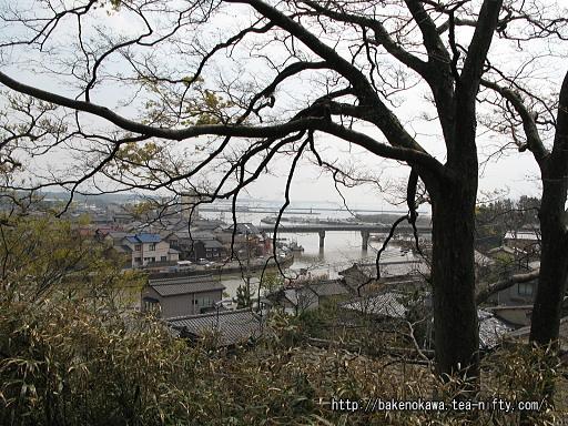 石船神社の参道途中から見た町並み