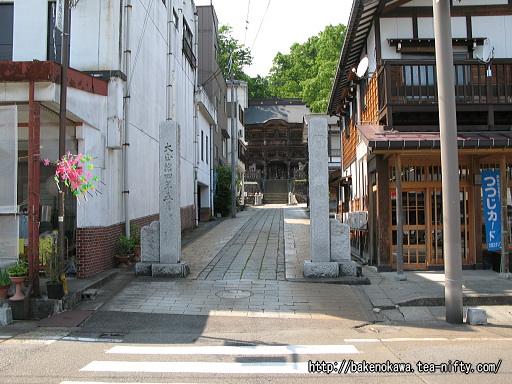 毘沙門堂への参道