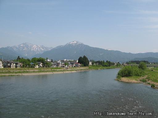 駅近くの魚野川その1