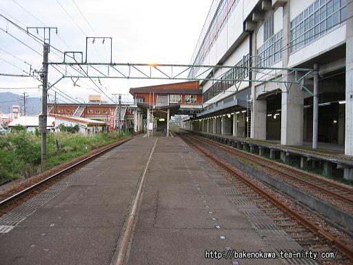 浦佐駅の上り島式ホームその2