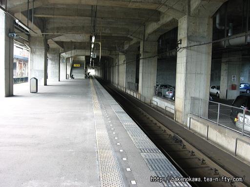 浦佐駅の下り島式ホームその3