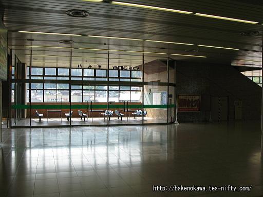 浦佐駅の上越新幹線構内その2