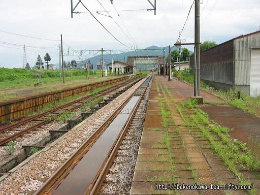 塩沢駅の1番ホームその1