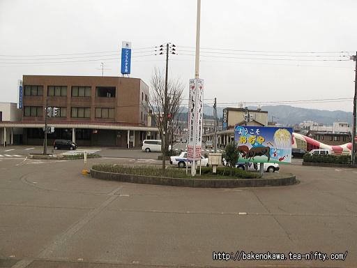 小千谷駅前