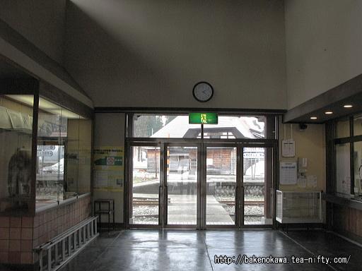 入広瀬駅駅舎内部その1