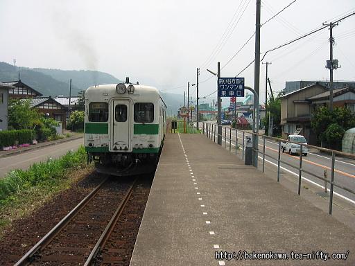 姫川駅を出発するキハ52形その2
