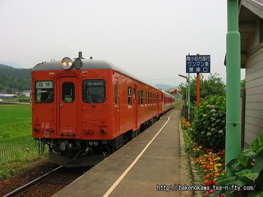 キハ52+キハ58系2連の臨時列車が頸城大野駅に進入