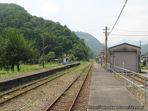 根知駅の1番ホームその3