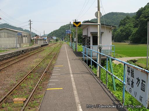 根知駅の2番ホームその1