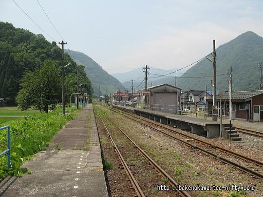 根知駅の2番ホームその2