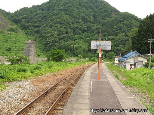 小滝駅のホームその4