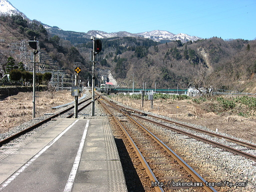 構内信号とその先の鉄橋その2